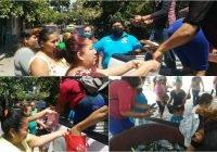 Dona periodista Arturo Ávalos 150 kilogramos de pescado a personas vulnerables en Tecomán