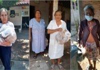 Chava Bueno entrega despensas y llevan mañanitas a madres de Armería