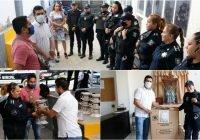 """El Regidor Por Morena en Tecomán, Ángel Venegas """"El Hombre Barrio"""", entregó obsequios a mamás policías por su día social"""