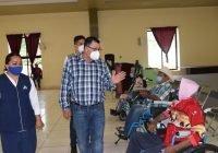 El Presidente Carlos Carrasco entrega sillas de ruedas a personas vulnerables de Ixtlahuacán