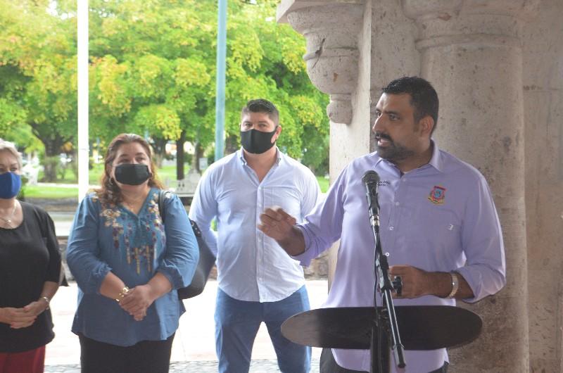 Entrega Rafael Mendoza apoyos económicos a más de cien familias, en diversos temas de ayuda social