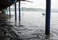 Se registran elevados oleajes en la zona costera de Colima
