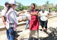 Entrega Gobierno del Estado apoyos a afectados por TT Hernán en Manzanillo