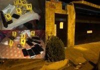 En Manzanillo, en un cateo Fiscalía asegura armas y droga