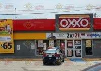 Asaltan con violencia Oxxo de la avenida 20 de noviembre en Tecomán
