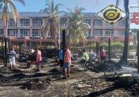Desolación después de que un rayo acabó con 3 negocios de mariscos en Cuyutlán