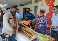 Con su sueldo, dona Salvador Bueno material y herramientas a servicios públicos de Armería