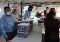 Beneficia Salvador Bueno a más de 1200 familias de Armería con leche y huevo a bajo costo