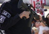 Policía estatal detiene a una mujer por robo