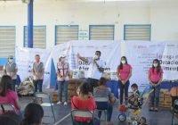 Anuncia Rafael Mendoza reparación de calles en Quesería en el marco de entrega de programas alimentarios