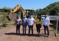 Arrancan construcción de empedrado ahogado en mortero en El Puertecito