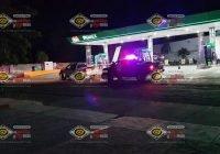 A punta de balazos asaltan Gasolinera en Tecomán; se registra persecución
