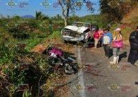 Madre y sus 2 menores hijas resultan lesionadas al sufrir un accidente en el tramo Caleras-Madrid, en Tecomán.