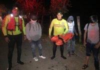 Jornaleros quedan varados en la laguna de Zapotlán; fueron rescatados con principios de hipotermia