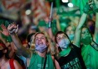 ¡Histórico! Tras décadas de lucha legalizan el aborto en Argentina