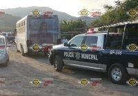 Detienen a 5 hombres por agredir a policías municipales en La Boquita, Manzanillo