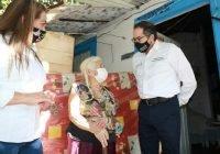 Gobernador entrega camas y colchones a adultos mayores