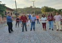 Entrega Salvador Bueno Arceo dos obras en la comunidad de El Puertecito