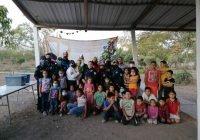 Policías municipales llevan alegría y regalos a niñas y niños de colonias vulnerables.
