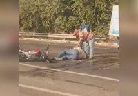 Choque entre camión repartidor de agua y motocicleta deja un lesionado en Manzanillo