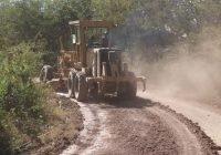 El presidente Carlos Carrasco continúa la rehabilitación de caminos rurales en Ixtlahuacán