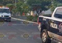 Mujer resulta gravemente lesionada en accidente de motocicleta rumbo a Madrid, Tecomán