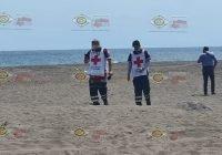 Rescatan a joven de morir ahogado en playa de Cuyutlán, en Armería