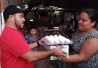 Beneficia Salvador Bueno a casi 2 mil personas con leche y huevo a bajo costo