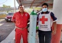 Apoya Salvador Bueno a Cruz Roja Armería con llenado de tanque de oxígeno