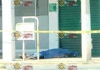 Fallece adulto mayor con discapacidad afuera de una farmacia en el centro de Armería