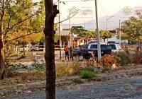 """Localizan """"encobijado"""" con narcomanta en jardín de Tabachines, Villa de Álvarez"""