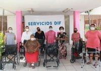 Entrega DIF Municipal Tecomán aparatos ortopédicos