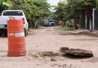 Gobierno de Tecomán prioriza atención a quejas de la población por azolve de drenaje