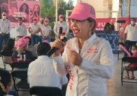 Es muy lamentable e injusta la situación de pobreza en que viven familias tecomenses: Claudia Yáñez