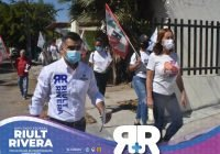 Riult Rivera caminó con vecinos de la Colonia Real Centenario.