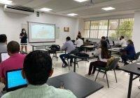 Capacitan a personal docente en integración curricular