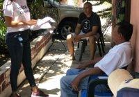 Rosi Bayardo hace campaña casa por casa