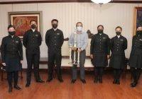 Visitan al rector ganadores del segundo lugar nacional en concurso de escoltas de bandera