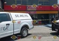 Masacran a balazos a tres mujeres y un hombre en un Oxxo en Manzanillo