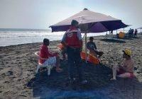 20 guardavidas cubren las playas de Tecomán, ante aumento de afluencia turística