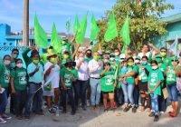 Carlos Zepeda escucha las necesidades de comerciantes y colonos
