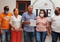 Recibe Roberto Verduzco constancia de registro del Consejo Municipal Electoral