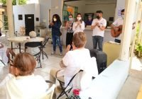 Margarita Moreno lleva alegría a casas hogar para adultos mayores