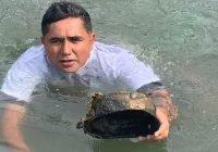 Realiza José Luis Michel limpieza en laguna del Túnel, Manzanillo