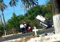 Volcadura a la entrada de El Limonero en Tecomán, deja menores y adultos lesionados