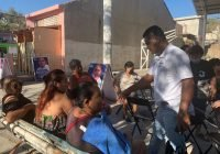 José Luis Michel lleva propuestas a habitantes del distrito 13 de Manzanillo