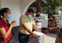 Salvador Bueno sigue apoyando a los armeritenses con huevo y leche a mitad de precio