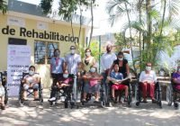 Gobierno del Estado entregó sillasde ruedas y bastones