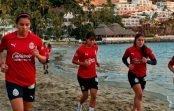 Chivas Femenil inicia su pretemporada en playas de Manzanillo