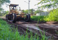 Trabajos de reparación de caminos saca cosechas en la zona rural del municipio